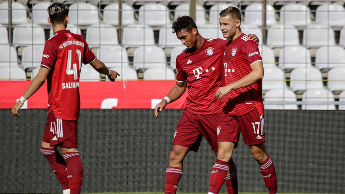 Gabriel Vidovic (r.) traf für den FC Bayern II zum 3:0