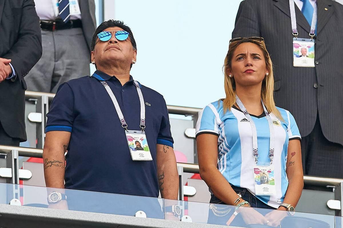 Der frühere Anwalt des verstorbenen Fußballidols Diego Maradona hat die Behandlungsmethoden der Ärzte scharf kritisiert.