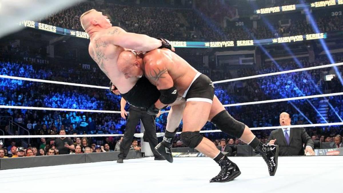 Bill Goldberg (r.) durfte Brock Lesnar bei den WWE Survivor Series abfertigen