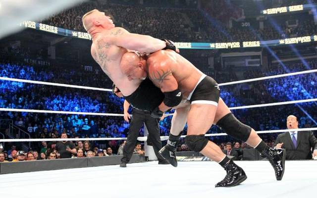 Bill Goldberg (r.) durfte Brock Lesnar bei den WWE Survivor Series abfertigen