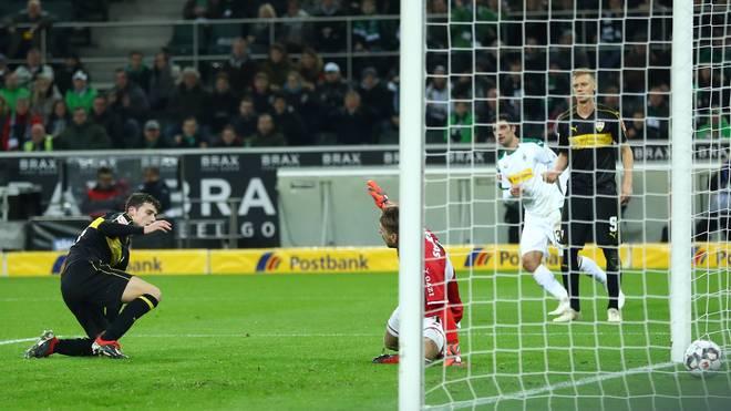 Bundesliga: Benjamin Pavard vom VfB Stuttgart mit Muskelbündelriss