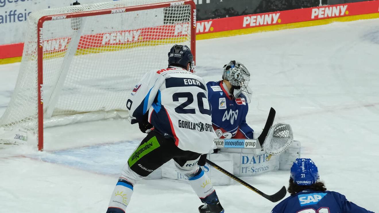 Andreas Eder erzielte für die Straubing Tigers das zwischenzeitliche 2:2 gegen die Adler Mannheim im 1. Playoffs-Viertelfinale der PENNY DEL
