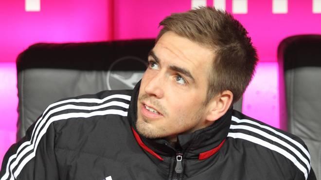 Philipp Lahm sitzt gegen den VfB zunächst auf der Bank