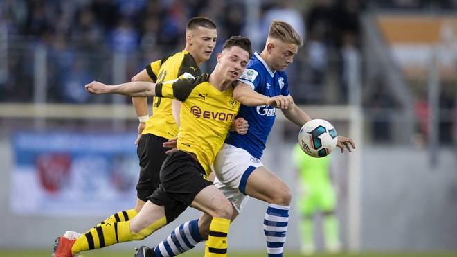 Der FC Schalke 04 rettete im Halbfinal-Hinspiel ein spätes Remis gegen Borussia Dortmund