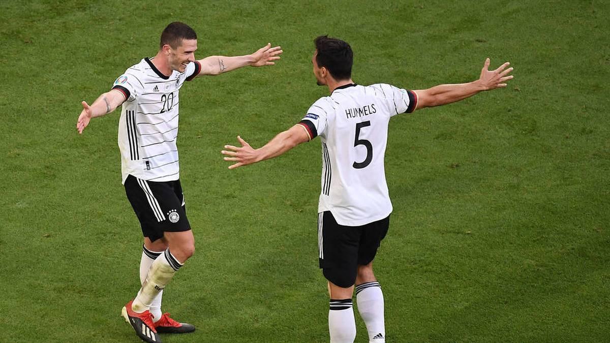 Robin Gosens (l.) glänzte gegen Portugal mit zwei Assists und einem eigenen Treffer