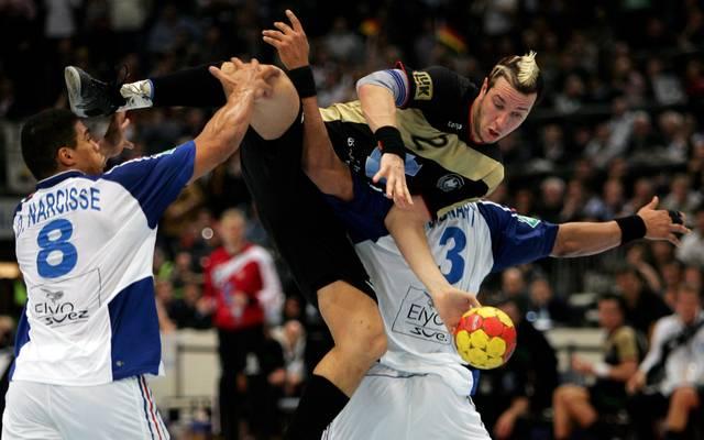 Pascal Hens und Deutschland lieferten sich mit Frankreich einige spektakuläre Duelle - wie hier bei der WM 2007