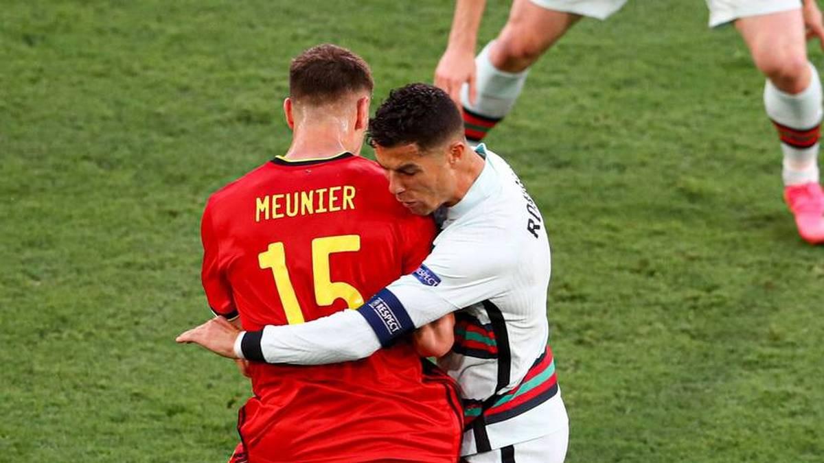 Hier prallt Cristiano Ronaldo (r.) mit dem Kopf auf Thomas Meuniers Schulter