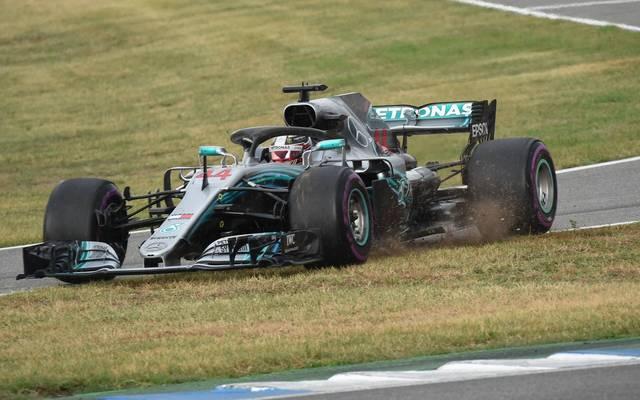 Lewis Hamilton befand sich kurze Zeit in der Anfahrt zur Boxengasse, bog dann aber wieder auf die Strecke ein