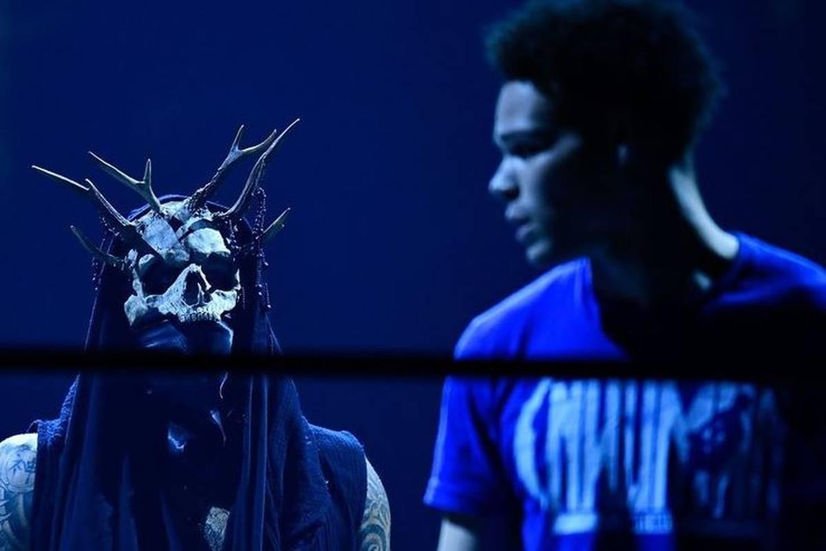 AEW rückt bei Dynamite das erst 20 Jahre alte Top-Talent Dante Martin weiter in den Fokus. Auch Gegner Malakai Black lässt mit einer ungewohnten Geste aufhorchen.