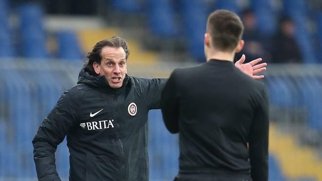 Trainer Rüdiger Rehm kassierte nach fünf Siegen in Serie mal wieder eine Niederlage mit Wehen Wiesbaden