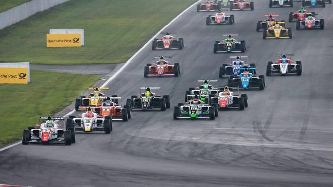 Die Formel 4 startet in ihr letztes Rennen in Oschersleben