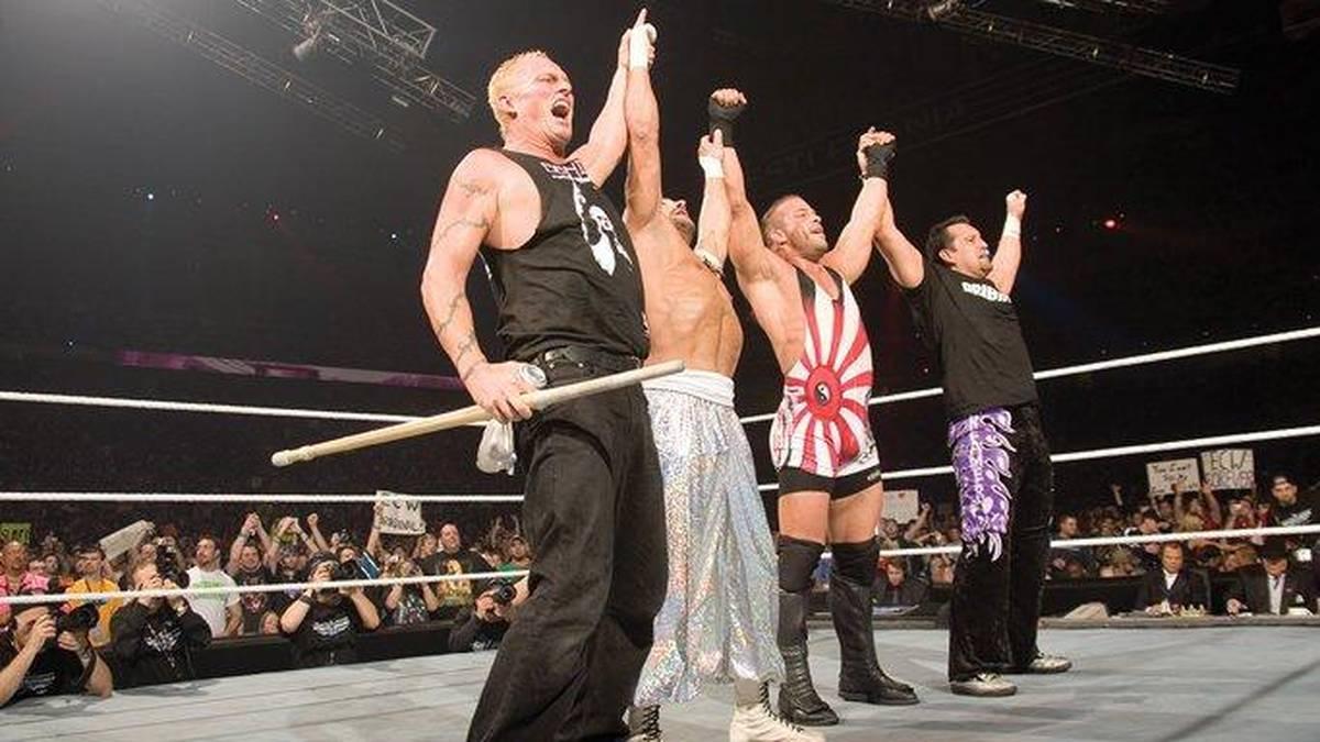 Die ECW Originals Sandman, Sabu, Rob Van Dam und Tommy Dreamer (v.l.) stiegen 2007 bei WWE nochmal gemeinsam in den Ring