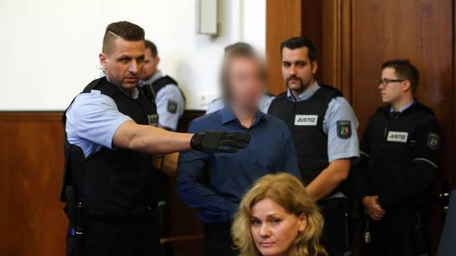BVB - AS Monaco: Urteil  im Prozess um den Anschlag auf den BVB-Bus, Sergej W. gesteht den Anschlag auf den Mannschaftsbus von Borussia Dortmund