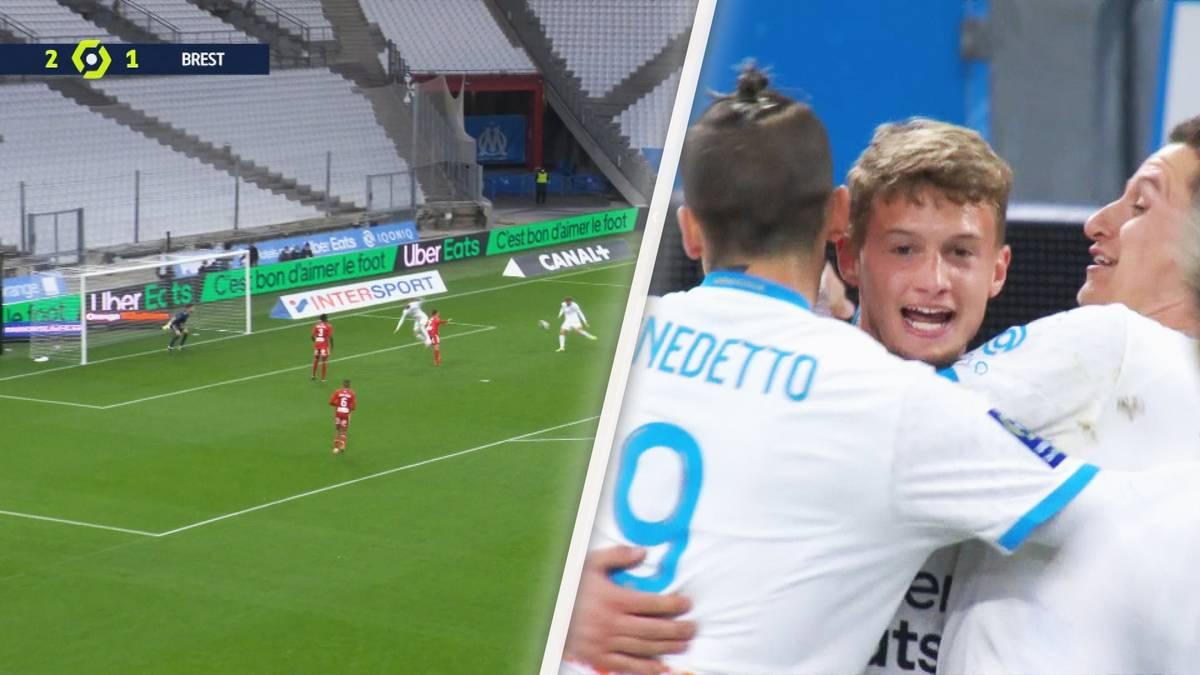 Volley-Knaller von Mickael Cuisance! Bayerns Leihgabe trifft in der Nachspielzeit wunderschön für Marseille - und feiert sein Tor überschwänglich.