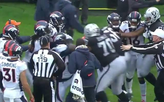 Nach drei Minuten eskalierte die Situation im Spiel zwischen den Broncos und den Raiders