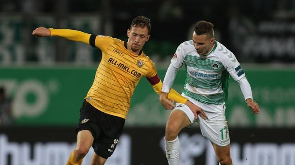 FUERTH, GERMANY - OCTOBER 18:  Branimir Hrgota (R) of Greuther Fuerth fights for the ball with Jannik Mueller of Dynamo Dresden during the Second Bundesliga match between SpVgg Greuther Fürth and SG Dynamo Dresden at Sportpark Ronhof Thomas Sommer on October 18, 2019 in Fuerth, Germany. (Photo by Alexandra Beier/Bongarts/Getty Images)