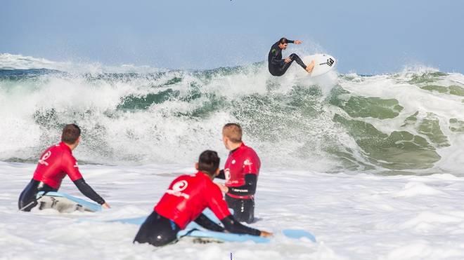 Welches Surfboard brauche ich für den Sommer in Frankreich?