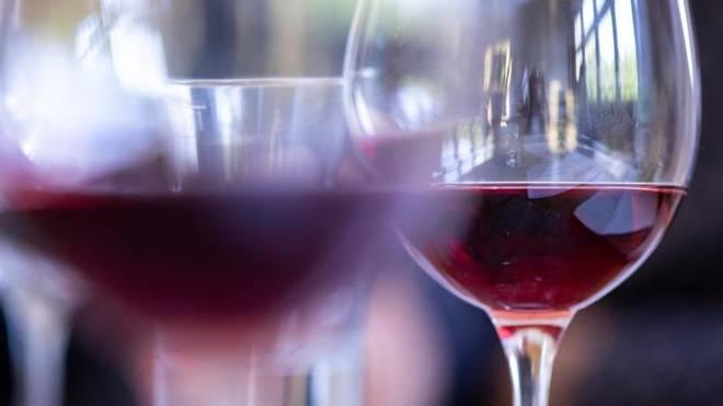 Alkoholexzesse reizen die Bauchspeicheldrüse, die sich so akut oder chronisch entzünden kann