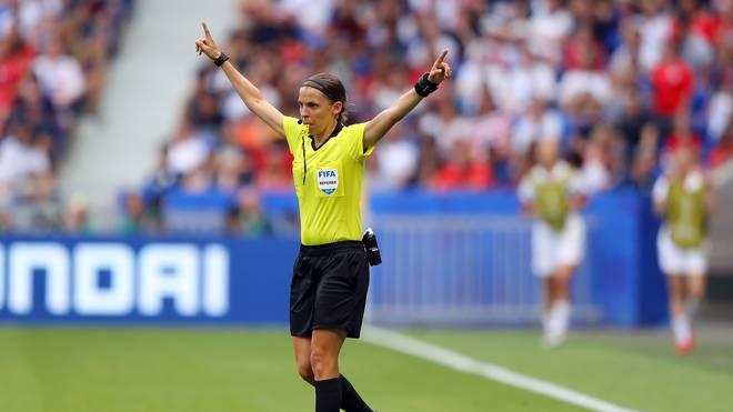 Die Französin Stephanie Frappart wird den Supercup zwischen Liverpool und Chelsea leiten