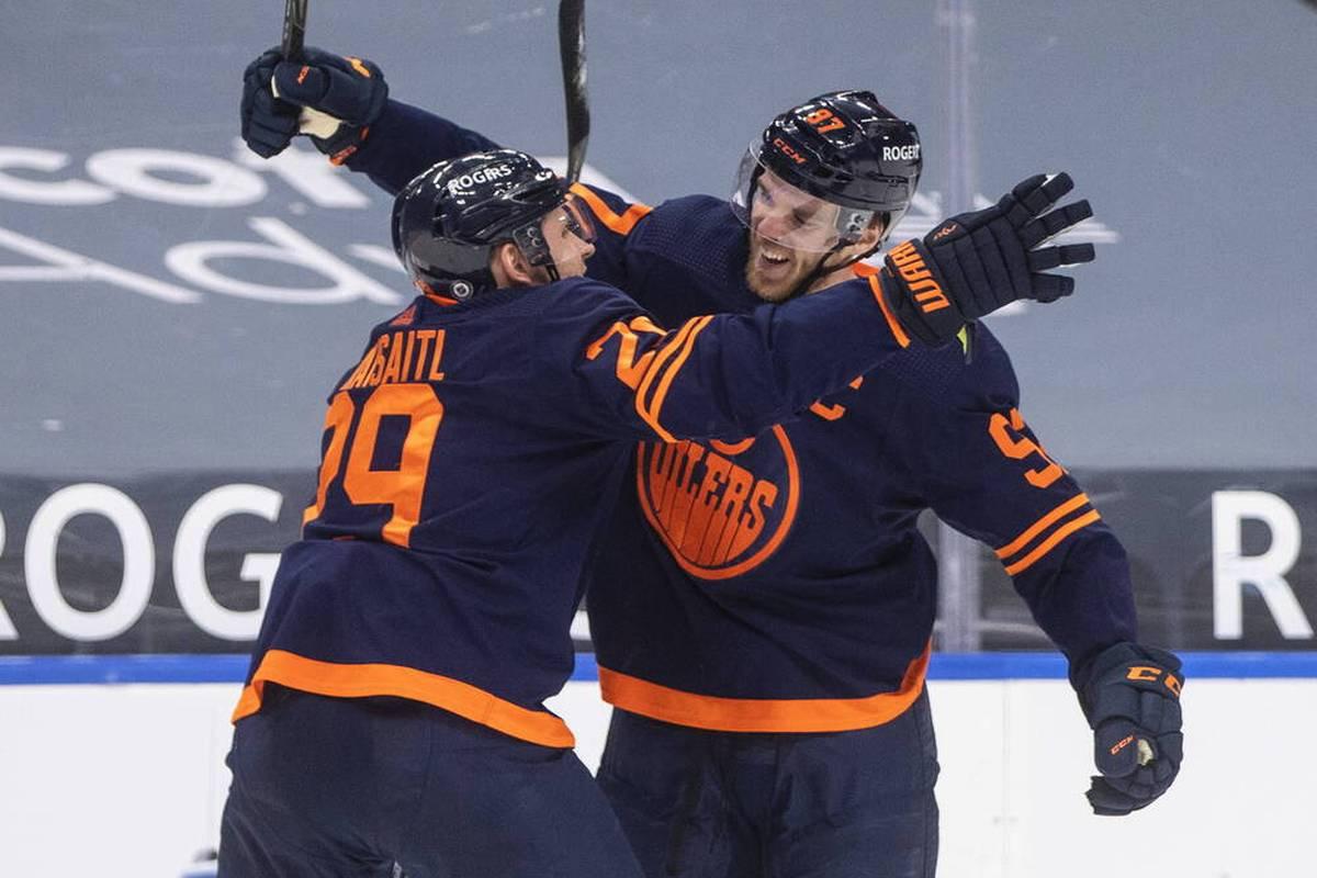 Leon Draisaitl und Connor McDavid haben die Edmonton Oilers in der nordamerikanischen Eishockey-Profiliga NHL zum zweiten Saisonsieg geführt.
