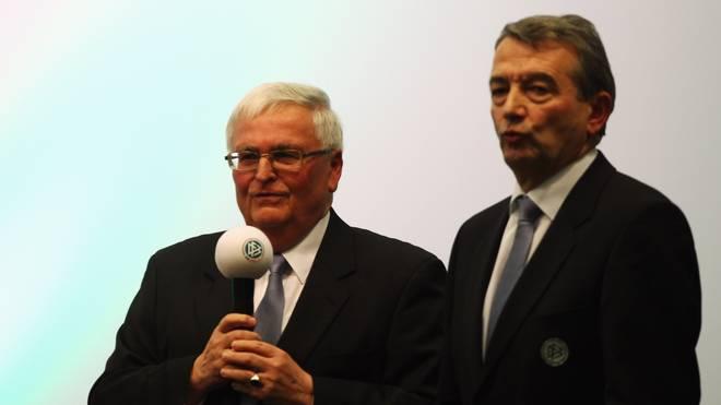 Gegen Dr. Theo Zwanziger (l.) und Wolfgang Niersbach wird ermittelt