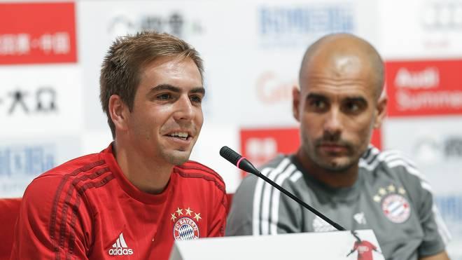 Philipp Lahm (l.) ist der Kapitän im Team von Trainer Pep Guardiola