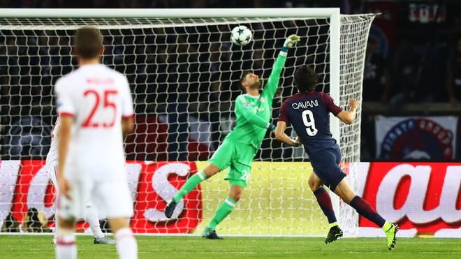 Edinson Cavani überwand Sven Ulreich beim 2:0