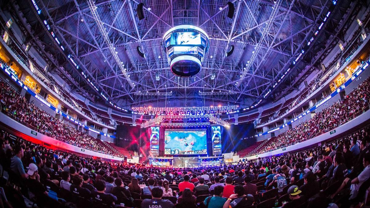 Beim eSports sind häufig viele Zuschauer in den Arenen