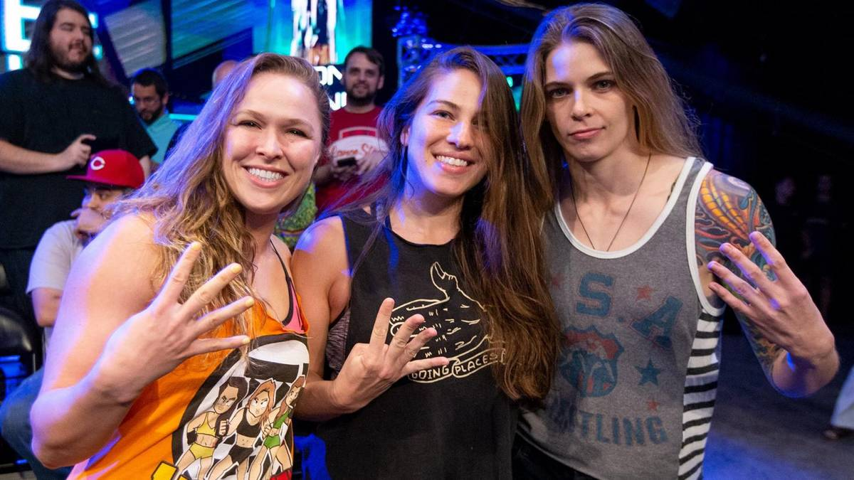 WWE hat nach Ronda Rousey (l.) auch Marina Shafir (M.) und Jessamyn Duke verpflichtet