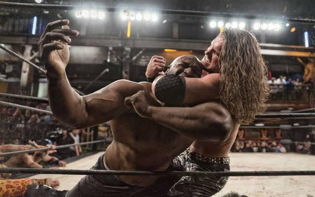 Zwei Ex-WWE-Stars im Duell: Johnny Mundo (r.) hält Big Ryck im Würgegriff