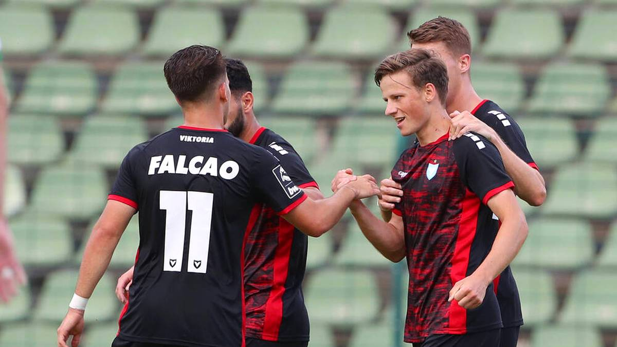 Aufsteiger Viktoria Berlin um Lucas Falcao (l.) mischt die 3. Liga auf