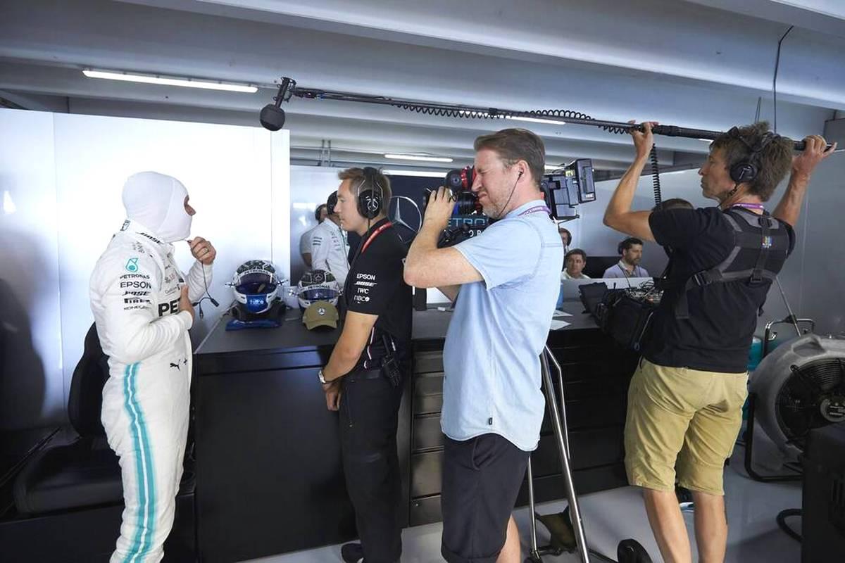 """Mit """"Drive to Survive"""" und """"Schumacher"""" landet der Streaminganbieter Netflix große Erfolge im Bereich Formel 1. Nun zieht der Konzern auch den Erwerb von Live-Rechten in Erwägung."""
