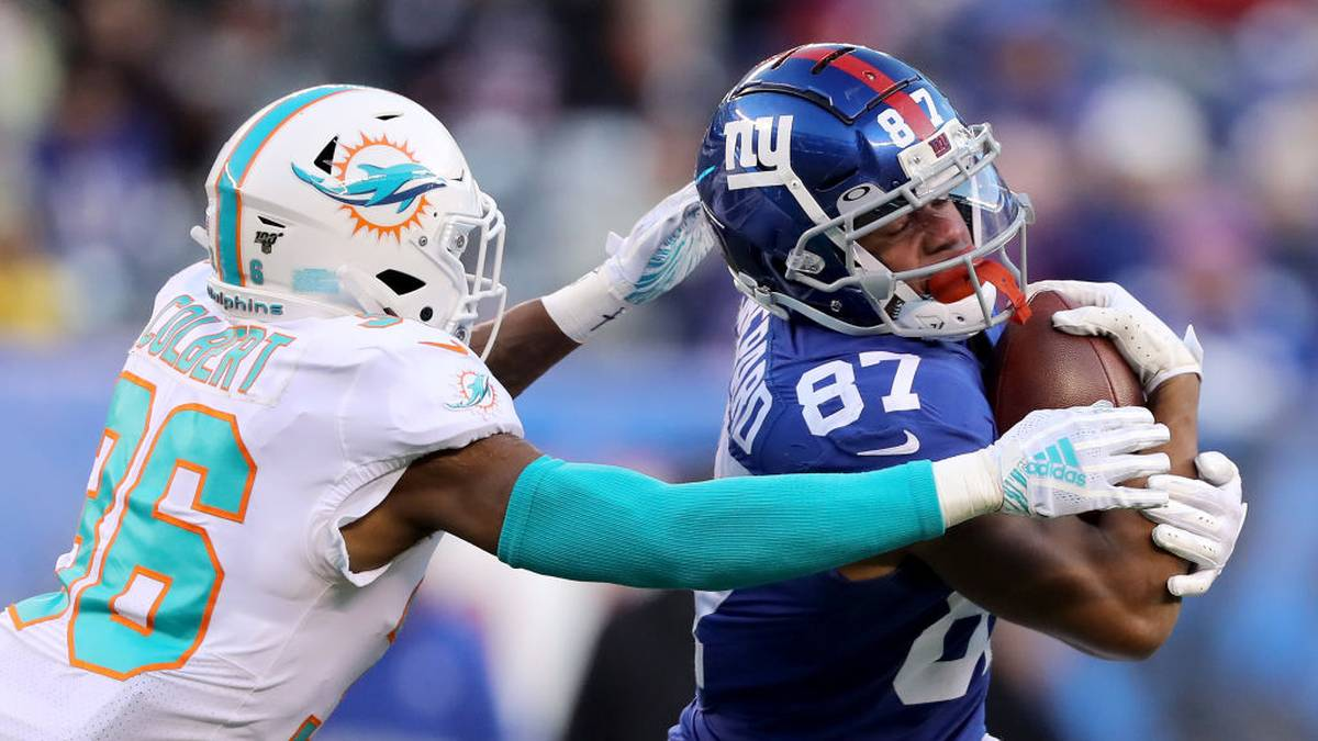 EAST RUTHERFORD, NEW JERSEY - DECEMBER 15:  Sterling Shepard #87 of the New York Giants carries the ball as Adrian Colbert #36 of the Miami Dolphins defends in the fourth quarter at MetLife Stadium on December 15, 2019 in East Rutherford, New Jersey. (Photo by Elsa/Getty Images)