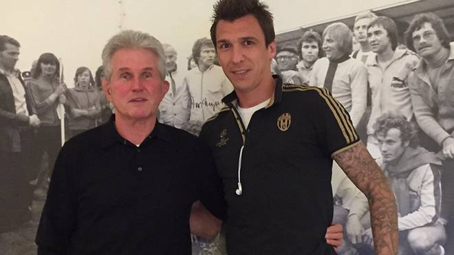 Mario Mandzukic (r.) trifft Jupp Heynckes