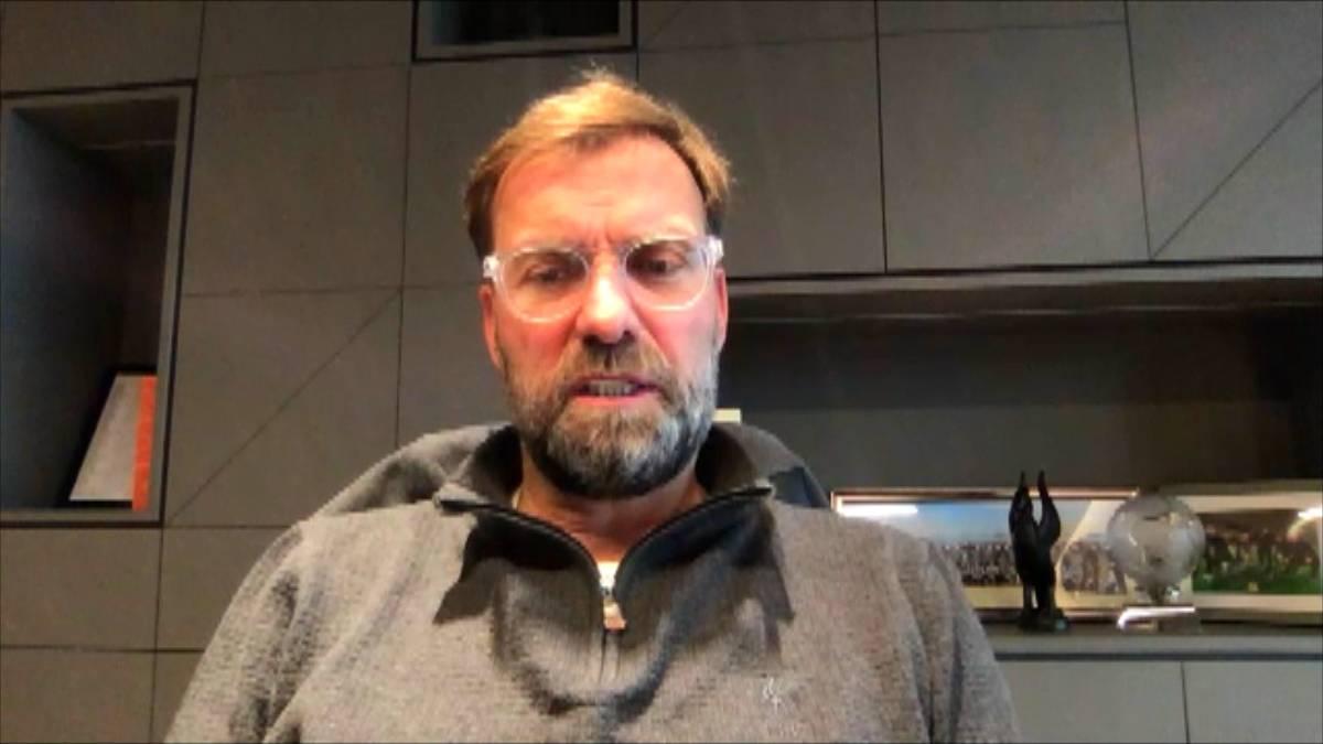 Mehmet Scholl kritisierte zuletzt den neuen BVB-Trainer Edin Terzic. Nun äußert sich Jürgen Klopp dazu und lässt kein gutes Haar an Mehmet Scholl.