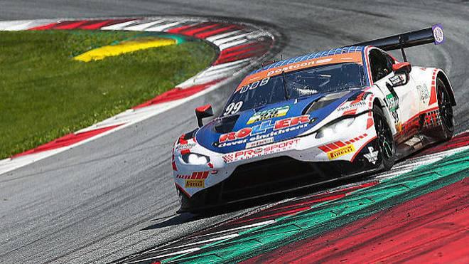 Der Aston Martin Vantage GT3 liegt gegen die anderen Autos im Hintertreffen