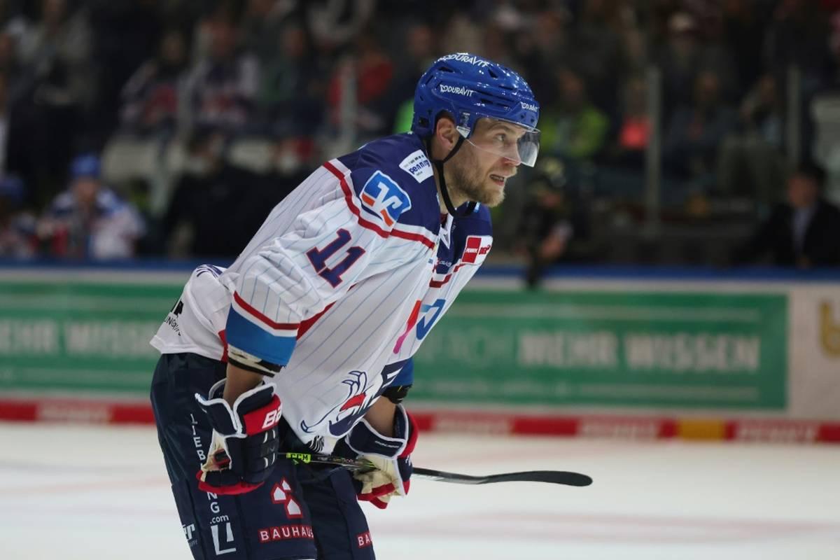 Titelverteidiger Eisbären Berlin hat nach fünf Ligasiegen in Folge eine überraschende Niederlage in der Deutschen Eishockey Liga (DEL) kassiert.