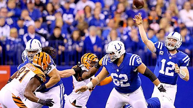 Andrew Luck (r.) führte die Colts zum Sieg gegen die Bengals