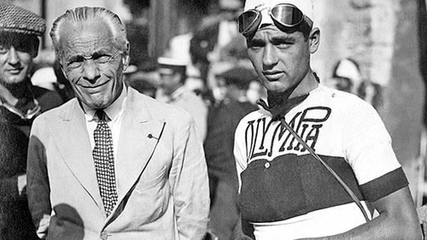 Henri Desgrange (links) ist der Begründer der Tour de France. Bis zu seinem Tod im Jahr 1940 leitetet er die Tour als Direktor. Sein Nachfolger war Jacques Goddet. Heute ist Christian Prudhomme Tour-Direktor