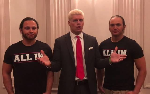 """Cody Rhodes (M.) und die Young Bucks stellen die Mega-Show """"All In"""" auf die Beine"""
