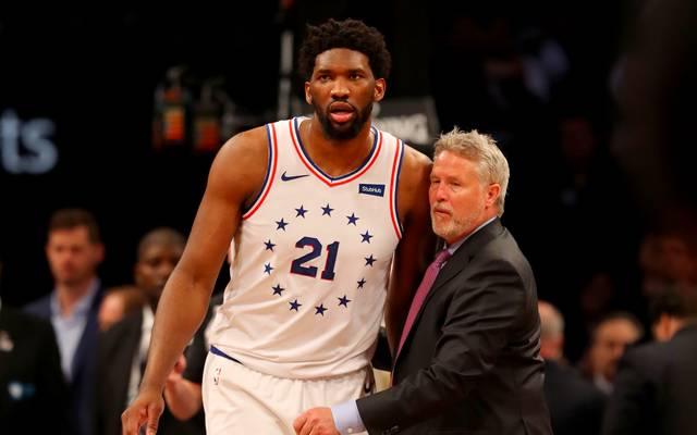 NBA-Playoffs: Brett Brown bleibt trotz Aus Coach - Embiid schützt ihn