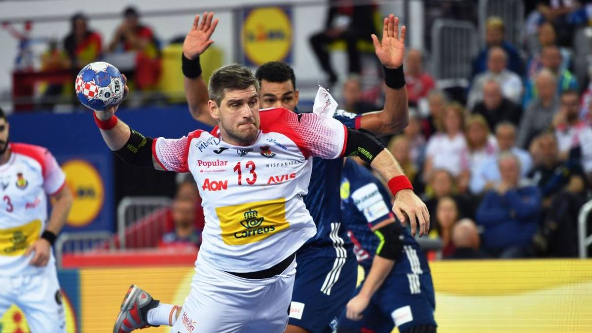 Spain's Julen Aguinagalde throws the ball  during the semi-final match of the Men's 2018 EHF European Handball Championship between France and Spain in Zagreb on January 26, 2018.  / AFP PHOTO / Andrej ISAKOVIC        (Photo credit should read ANDREJ ISAKOVIC/AFP via Getty Images)