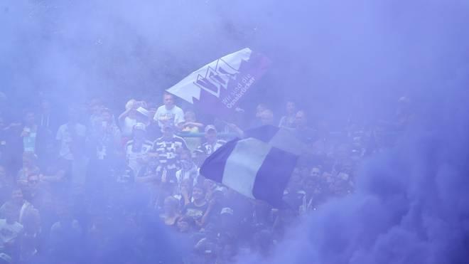 Fans des VfL Osnabrück hatten im Spiel gegen den KSC Pyrotechnik gezündet