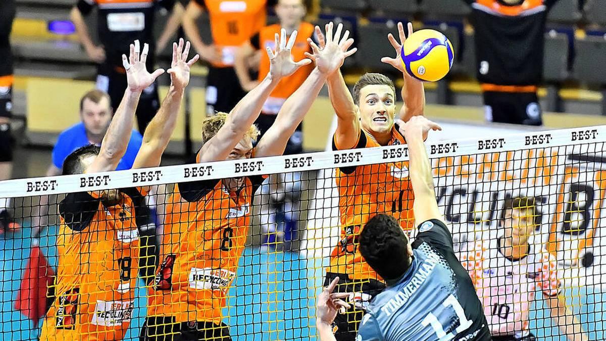 Die Berlin RECYCLING Volleys geben sich gegen die Netzhoppers KW-Bestensee keine Blöße