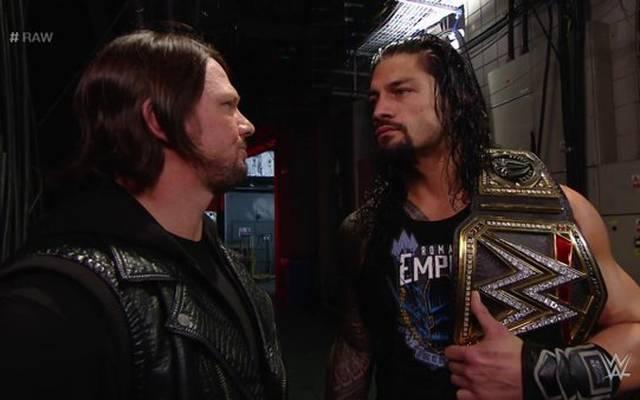 Steckt AJ Styles (l.) hinter der Attacke auf WWE World Champion Roman Reigns? Monday Night RAW