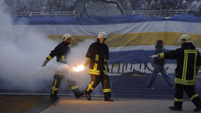 Die Feuerwehr musste vor dem Pokal-Spiel zwischen CZ Jena und Bayern anrücken