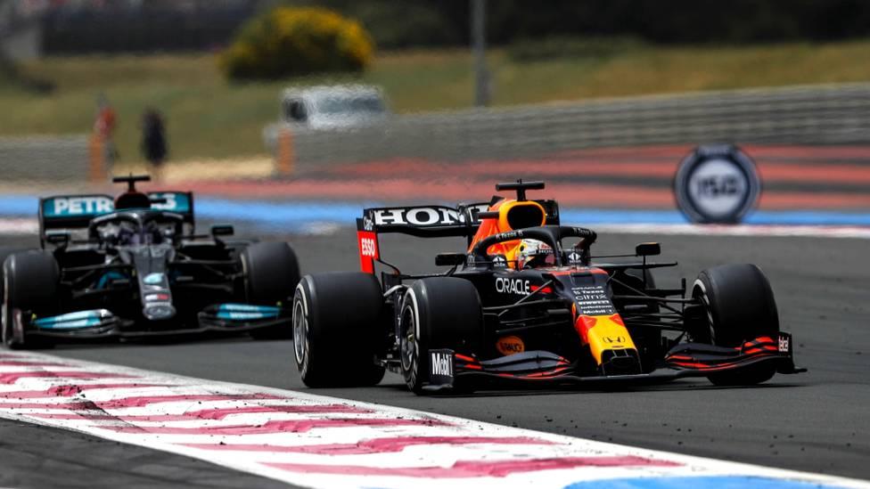 Max Verstappen hat den Großen Preis von Frankreich gewonnen. Er ließ Weltmeister Lewis Hamilton hinter sich und baute seine Führung im WM-Klassement aus.