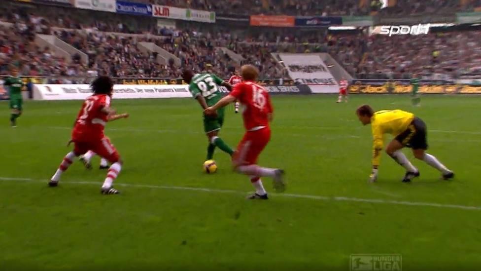 In der Saison 2008/2009 empfängt der spätere deutsche Meister VfL Wolfsburg den FC Bayern. Grafite setzt zum Solo-Lauf an und vollendet mit der Hacke. Später wird es zum Tor des Jahres gewählt.