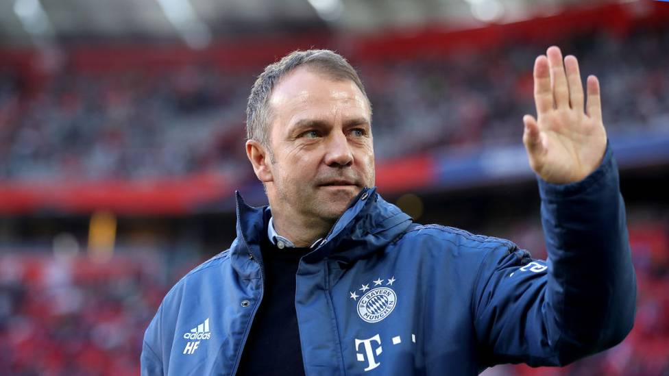 Rekordmeister Bayern München hat den auslaufenden Vertrag mit Cheftrainer Hansi Flick bis zum Sommer 2023 verlängert. Das teilte der Klub am Freitag mit.