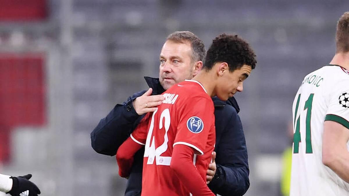 Jamal Musiala hat die Wahl, ob er in Zukunft für die englische oder die deutsche Nationalmannschaft spielen wird. Bayern-Trainer Hansi Flick spricht über die Entscheidung des Juwels.